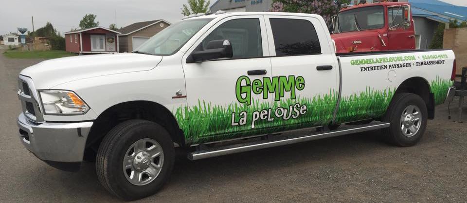 Camion Gemme la pelouse